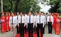 Chủ tịch Nước Trương Tấn Sang dâng hương tưởng niệm các Vua Hùng