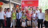 Đón đoàn khách du lịch quốc tế theo tuyến đường sông đầu tiên đến tham quan tại Phú Thọ