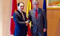 Tăng cường quan hệ hợp tác nhiều mặt với Tây Ban Nha