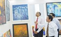 Tân Đại sứ Ấn Độ thưởng thức nghệ thuật tại Gallery Đỗ Ngọc Dũng