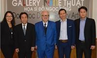 Đại sứ Hy Lạp thăm phòng tranh của Hoạ sỹ Đỗ Ngọc Dũng