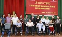 Tổ chức Latter Day Saint Charities - Mỹ (LDSC)  Trao 150 xe lăn, 30 khung tập đi cho người khuyết tật tỉnh Phú Thọ.