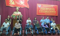 Tập huấn và trao tặng 520 xe lăn cho người khuyết tật