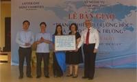 Lễ bàn giao trang thiết bị giáo dục tại trường Tiểu học Tam Sơn, huyện Cẩm Khê