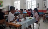 470 học sinh tiểu học được tham gia chương trình khám bệnh, phát thuốc miễn phí do Tổ chức Children of Peace International (COPI/Mỹ) thực hiện.