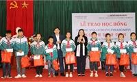 Trung tâm Giao lưu Văn hóa Việt - Hàn trao tặng học bổng cho học sinh nghèo, học sinh khuyết tật tại tỉnh Phú Thọ năm 2019