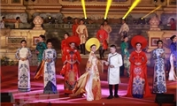 Áo dài: Biểu tượng văn hóa gắn với hình tượng phụ nữ Việt Nam