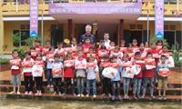 Tổ chức KFHI (Hàn Quốc) tặng 379 phần quà trung thu cho trẻ em huyện Thanh Sơn và huyện Thanh Thủy